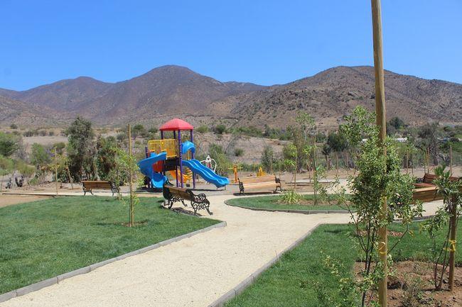 Vecinos y niños de El Tome Alto disfrutan de su primera plaza