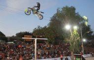 Espectáculo de acrobacias en motos admiró durante dos horas a montepatrinos
