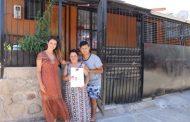 Muy emocionada vecina de Ovalle que recibió en su casa su Título de Dominio