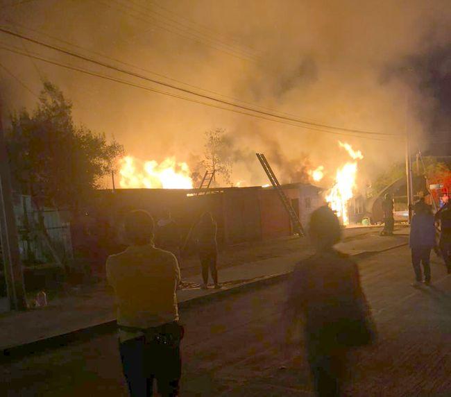 Incendio destruye dos viviendas en Tongoy