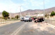 EN DESARROLLO: Camión choca en avenida Costanera y causa congestión