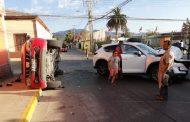 Dos lesionados tras colisión y volcamiento en céntrica esquina de Ovalle