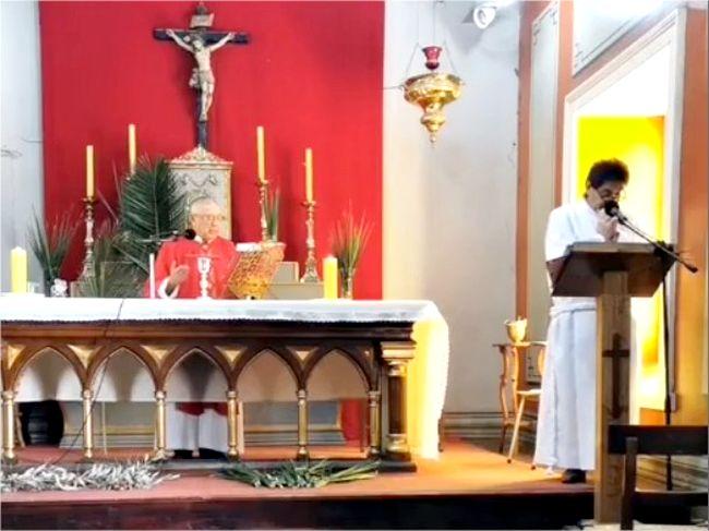 A través de la radio y redes sociales católicos ovallinos celebraron Domingo de Ramos