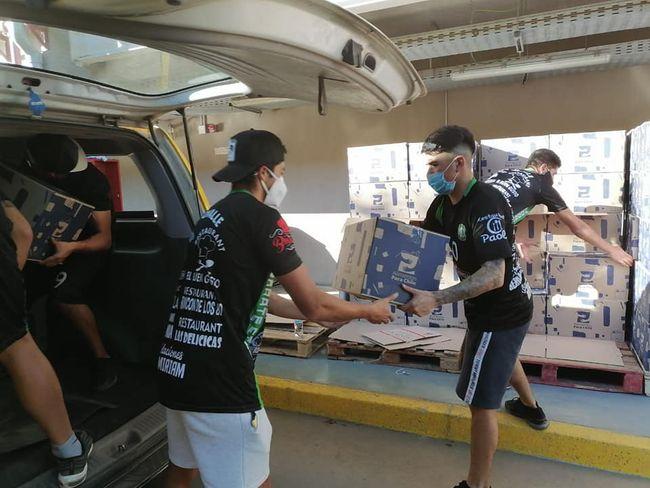 Jugadores y dirigentes del Deportivo Ovalle salen a la cancha de la solidaridad