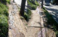 Vecino denuncia escurrimiento de aguas servidas en avenida Manuel Peñafiel