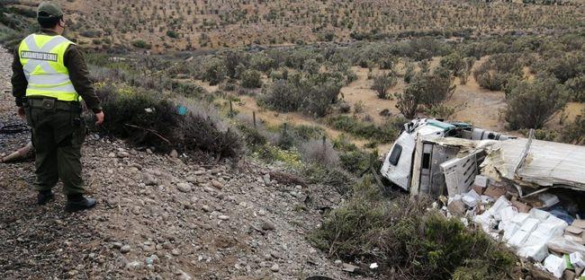 Conductor fallece al volcar camión en el sector Socos