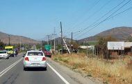 Conductor fallece al impactar con su vehículo contra un poste del tendido eléctrico