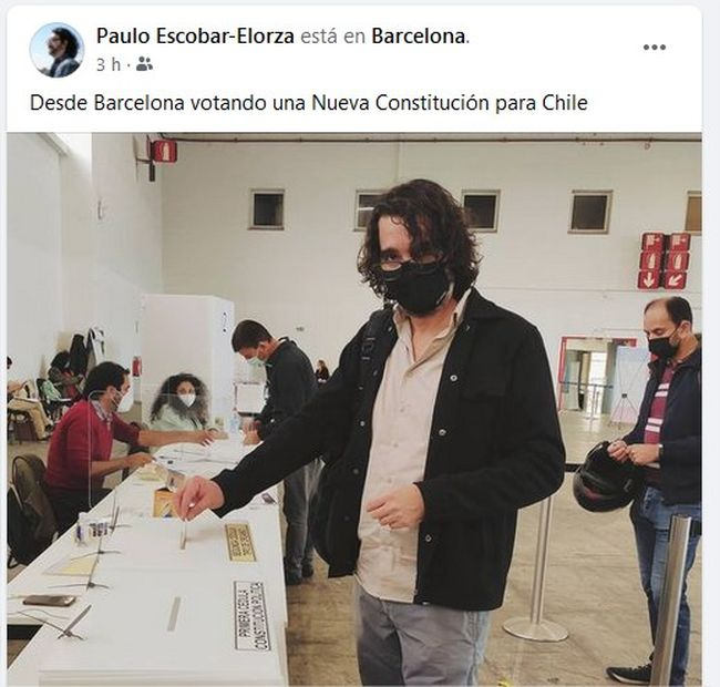 Destacado pintor ovallino concurrió a votar en Barcelona