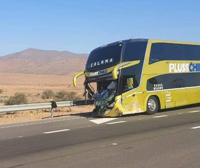 Conductor de automóvil fallece al colisionar frontalmente con bus interregional