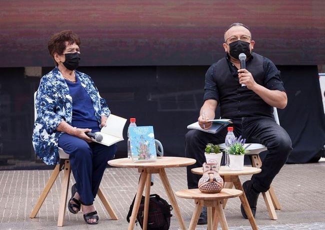 """Con lanzamiento del libro """"El Mágico Violín del Grillo"""" partió la 33 Feria del Libro de Ovalle."""