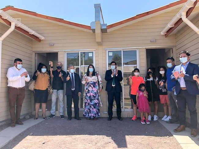 40 familias de Monte Patria reciben su casa propia:  Y ahora a disfrutarla