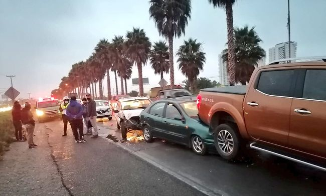 """""""Super Lunes: Colisión múltiple deja a tres personas lesionadas y daños en cinco vehículos"""