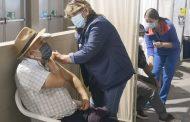 Inician la vacunación para profesores y trabajadores de educación menores de 40 años