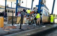 Camión sin control choca contra plaza de peaje de ruta D- 43: dos heridos graves