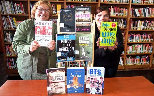 Biblioteca Púbica de Ovalle ofrece préstamo de libros en la puerta de la casa