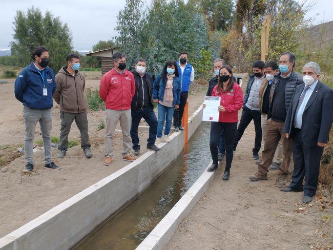 Agricultores reciben bonificación de riego para avanzar en el revestimiento del canal Torre Baja de Ovalle